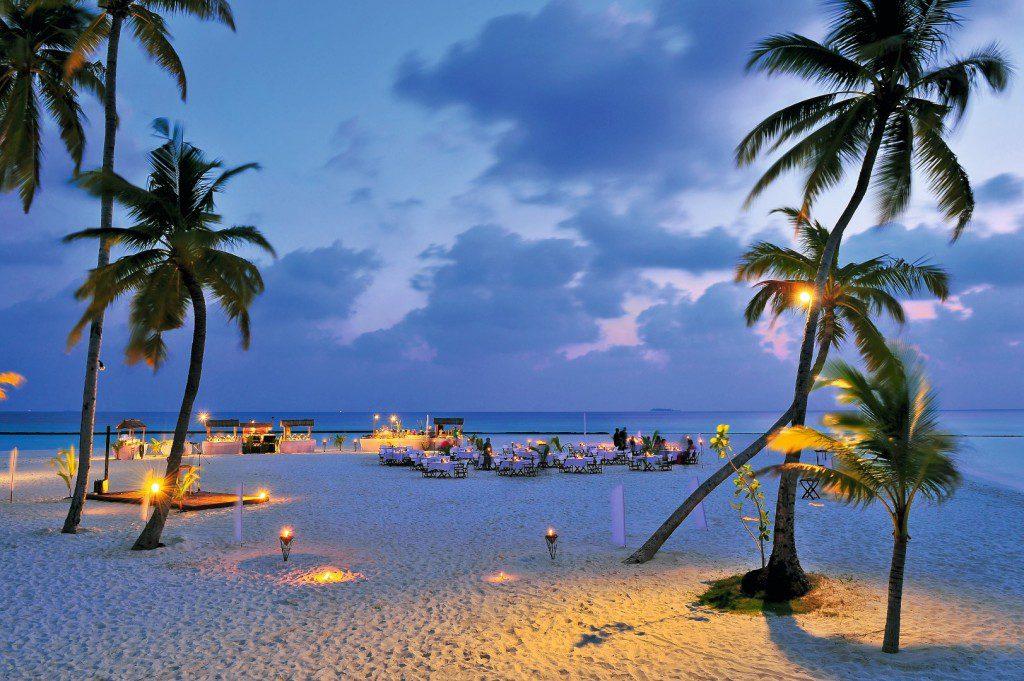halaveli-maldives-meeru-beach-restaurant-buffet-1 (Large)