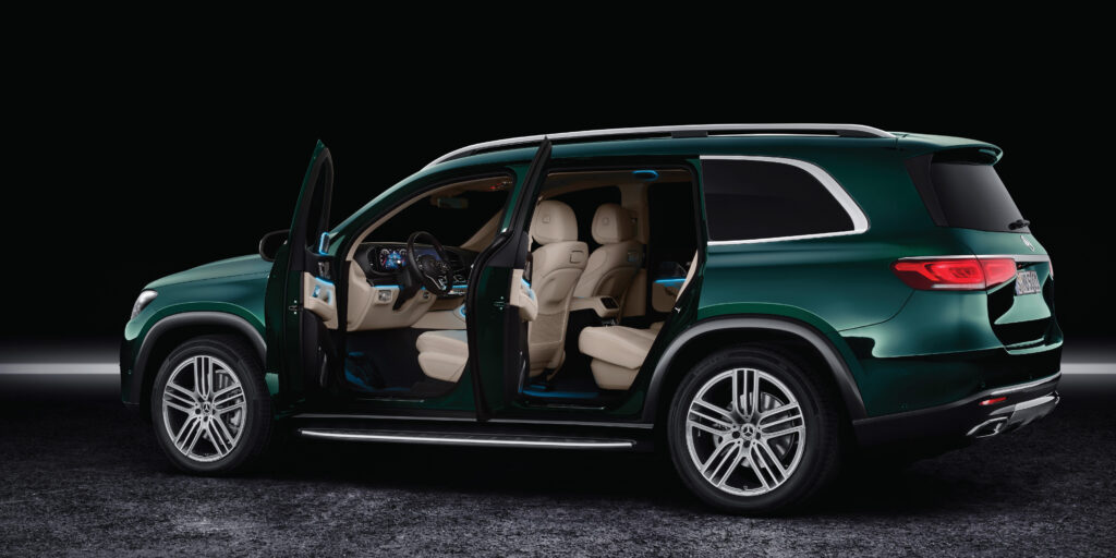 Mercedes-Benz GLS 580 side